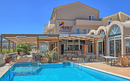 Restaurant, terrace and swimming pool